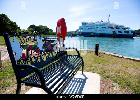 Memorial,bench,Green,energy,electric,diesel,charged,car,ferry, Wightlink,Victoria of Wight, Portsmouth,Fishbourne, ferry, Isle of Wight,Transport, Eng - Stock Image