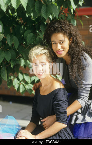 PEPSI AND SHIRLIE English pop duo in 1987 with Helen 'Pepsi' DeMacque at right and Shirlie Holliman. Photo: Tony Gale - Stock Image