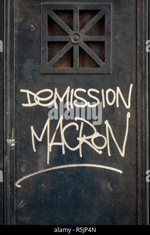 Paris, France. 1st December, 2018.  'Macron resignation' on a wall of Arc de Triomphe during the Yellow Vests protest against Macron politic. Credit: Guillaume Louyot/Alamy Live News - Stock Image