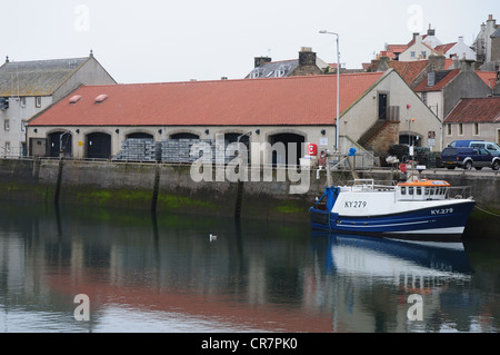 The harbour and fish market in the Fife fishing port of Pittenweem - Stock Image