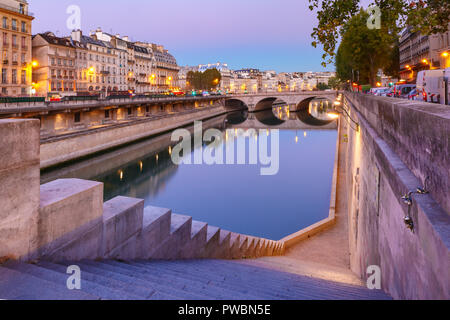 Night Seine and Pont Neuf, Paris, France - Stock Image