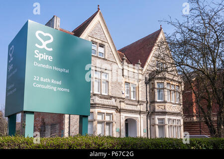 Exterior of Dunedin Hospital consulting rooms, a part of Spire Healthcare, in Reading, Berkshire, England, GB, UK - Stock Image