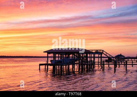 Vibrant sunset view of the Intracoastal Waterway (Tolomato River) from Caps on the Water in St. Augustine, Florida. (USA) - Stock Image