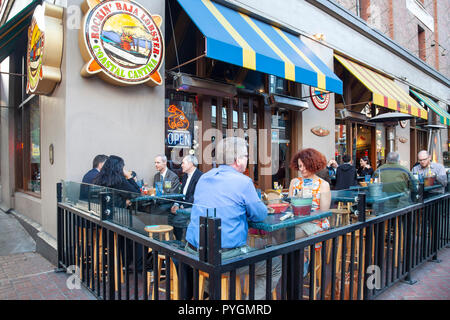 Customers eating in an outdoor seated area outside the Rockin' Baja Lobster Coastal Cantina in Fifth Avenue, Gaslamp Quarter, San Diego, California, U - Stock Image