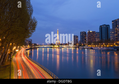 Traffic road scene with Eiffel Tower and River Seine at twilight Paris France - Stock Image