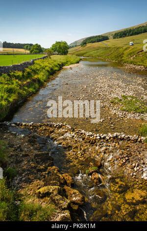 UK, Yorkshire, Wharfedale, Skirfare Bridge, River Skirfare flowing from Littondale to River Wharfe - Stock Image