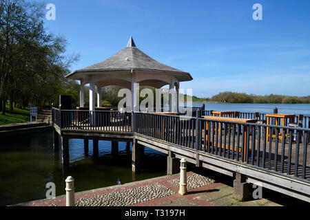 Gazebo on the lake beside The Watermead Inn at Watermead, Aylesbury, Buckinghamshire, UK - Stock Image