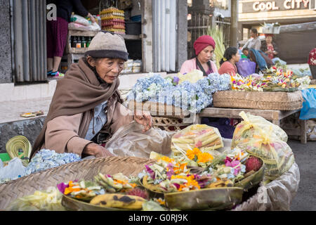 old balinese woman selling her offering in Batur Market - Stock Image