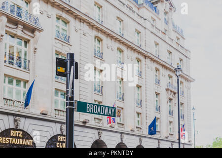 LONDON, UNITED KINGDOM - August 13th, 2018: architecture in London city centre in Piccadilly Street - Stock Image