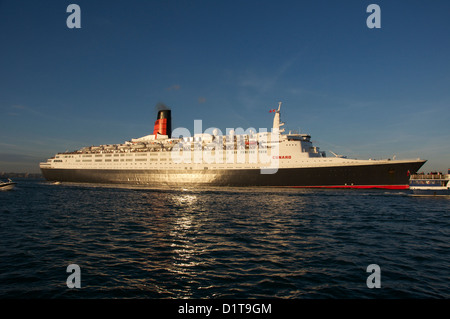 Queen Mary 2 leaving Southampton water - Stock Image