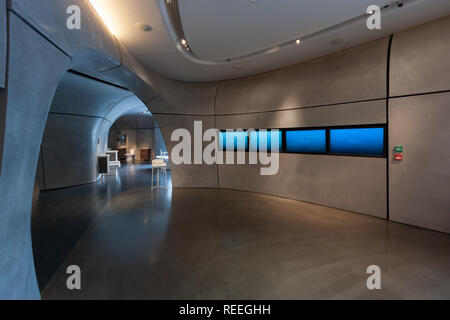 Roca London Gallery, futuristic showroom in Chelsea Harbour designed by Zaha Hadid Architects, interior - Stock Image