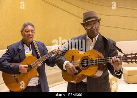Cuba, Havana. Musicians singing and playing traditional Cuban songs. Credit as: Wendy Kaveney / Jaynes Gallery / DanitaDelimont.com - Stock Image