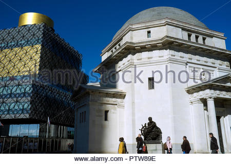 New & old architecture - The Library of Birmingham adjacent to The Hall of Memory, in Centenary Square, Birmingham, West Midlands, UK. - Stock Image