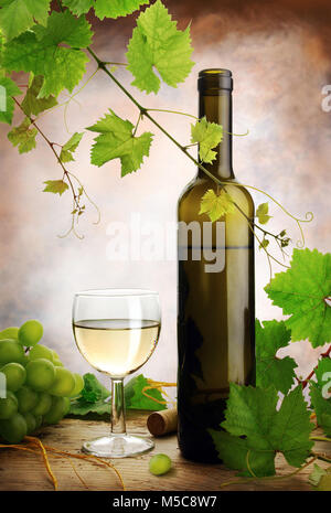 White wine still life with grapes and  fresh grapevine on table - Stock Image