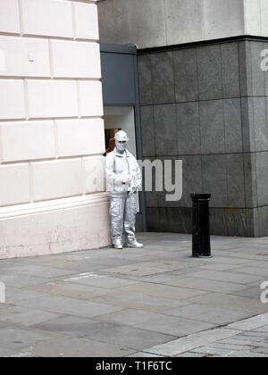 Street entertainer in Covent Garden taking a break - Stock Image