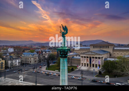 Budapest, Hungary - Aerial view of Heroes' Square with museum of fine arts and a beautiful golden sunset - Stock Image
