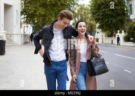 Chic young couple walking in the street in Notting Hill Gate - Stock Image