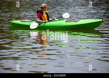 A senior female kayaking on a lake in Bella Vista, Arkansas, USA. - Stock Image