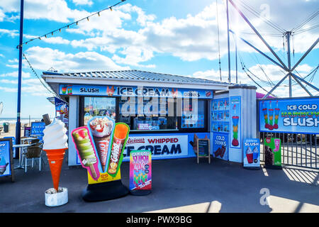 Mablethorpe, Lincolnshire, UK, ice cream parlour, ice cream shop, Mablethorpe ice cream shop, parlor, parlour, shop, selling ice cream, ice creams, - Stock Image