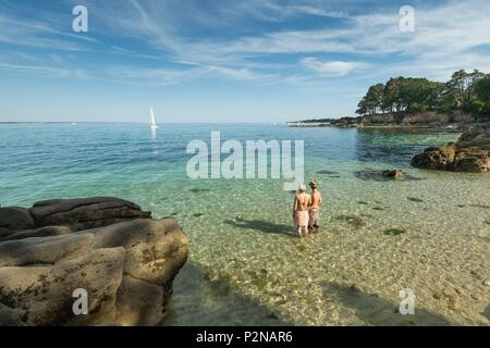 France, Finistere, Fouesnant, the beaches and coastline of the east coast of Beg Meil - Stock Image