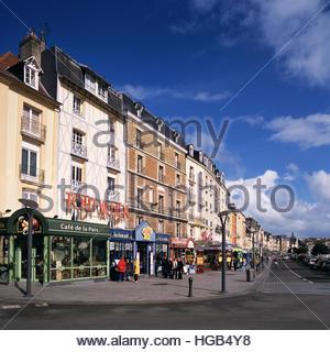 Restaurants and shops line Quai Henri IV, adjacent to the marina in Port de plaisance harbor in Dieppe, France. - Stock Image
