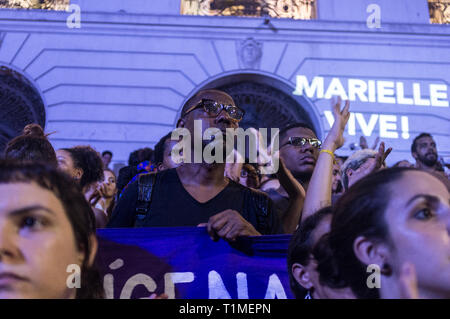 Demonstration for Marielle Franco, Brazilian feminist, politician and human rights activist, murdered on 14 March 2018 in Rio de Janeiro -  she had been an outspoken critic of police brutality and extrajudicial killings. Protestors get emotional, 'Marielle vive' means Marielle is alive, downtown Rio de Janeiro, Brazil. - Stock Image