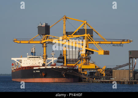 Capesizebulker CIC Pride discharging coal at Aabenraa powerplant - Stock Image