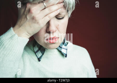 Middle age woman suffering pain - Stock Image