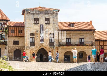 Santillana, Spain - 8th July 2018: Tourists taking photos of Posada La Casa del Organista. The building is an inn. - Stock Image