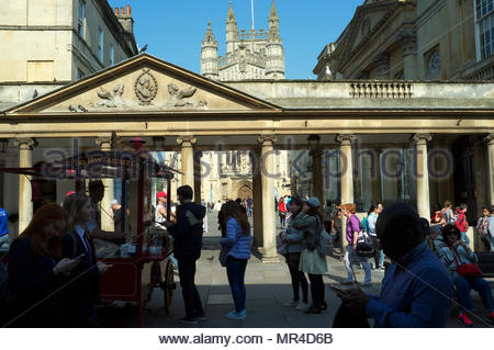 Historic Bath city - busy tourist scene viewed towards the Abbey Churchyard from Stall Street. Bath, UK. - Stock Image