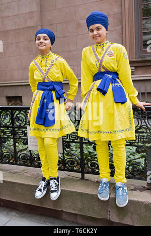Two teenage Sikh girls in matching costumes prior to the Sikh Day Parade in Manhattan, New York City. - Stock Image
