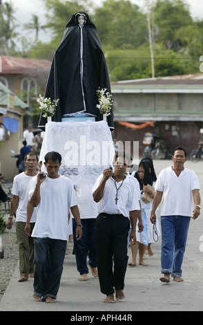 Filipinos carry an effigy of the Virgin Mary through the streets of Mansalay, Oriental Mindoro, Philippines, during - Stock Image