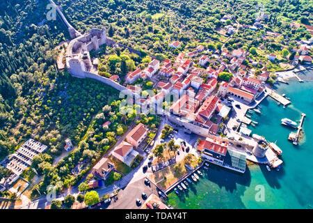 Mali Ston waterfront and historic walls aerial view, Ston walls in Dalmatia region of Croatia - Stock Image