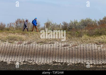 Rye, East Sussex, UK. 11th Apr, 2019. UK Weather: Cloudy intervals with blustery winds on the Rye harbour nature reserve as a few people take a walk along the bank of the river Rother a scenic route towards the sea. Credit: Paul Lawrenson 2019, Photo Credit: Paul Lawrenson/Alamy Live News - Stock Image