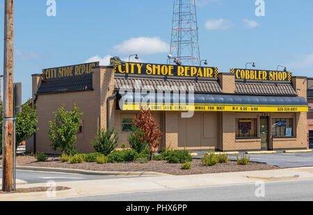 HICKORY, NORTH CAROLINA,  USA-9/1/18: A local shoe repair/ cobbler shop. - Stock Image