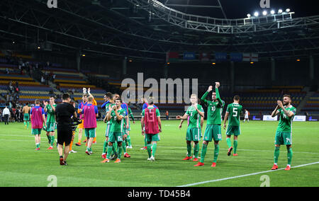 Northern Ireland players applaud the fans after the UEFA Euro 2020 Qualifying, Group C match at the Borisov Arena. - Stock Image