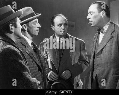 Paul Demange, Raymond Bussieres, Bernard Blier and Louis Jouvet / Quai des Orfèvres / 1947 directed by Henri - Stock Image