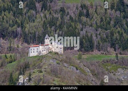 Mittelalterliche Trutzburg Südlich Von Sterzing In Südtirol - Stock Image