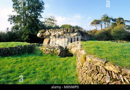 Tinkinswood prehistoric Neolithic burial chamber mound and central cist megaliths near Barry, South Glamorgan, South - Stock Image