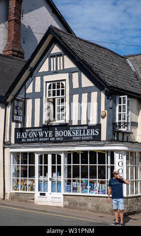 The exterior of a bookshop in Hay-on-Wye, Powys, Wales - Stock Image