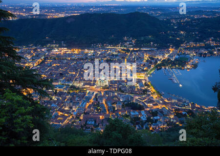 Como - The city with the Cathedral and lake Como at dusk. - Stock Image