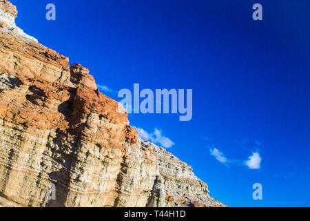 Top ridge of a cliff race in the Mojave Desert of southern California. - Stock Image
