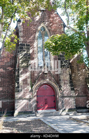 Church of St Stephen-in-the-field at College St. and Bellevue St. in Kensington Market in downtown Toronto Ontario - Stock Image