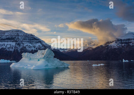 Greenland. Scoresby Sund. Icebergs and mountains. - Stock Image