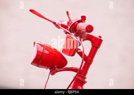 altes Fahrrad, Detail, rot lackiert - Stock Image