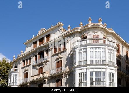 Gebäude mit Erker in Palma, Mallorca, Spanien, Europa. - Building with oriel in Palma, Majorca, Spain, Europe. - Stock Image
