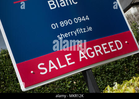 An estate agents board to say that this house or property has been sold -sale agreed. - Stock Image