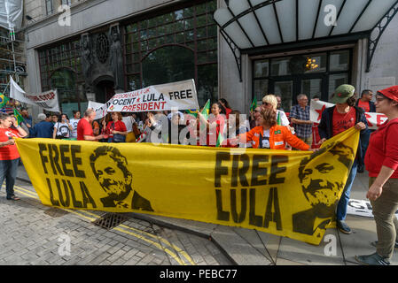 London, UK. 13th August 2018.  Brazilians hold banners at the protest outside the Brazilian embassy calling for the release of Luiz Inacio Lula da Silva, a former trade union leader who was President of Brazil from 2003-11 to enable him to stand for election again in October. Credit: Peter Marshall/Alamy Live News - Stock Image