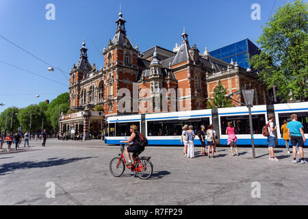 Tourists on the Leidseplein Square in Amsterdam, Netherlands - Stock Image