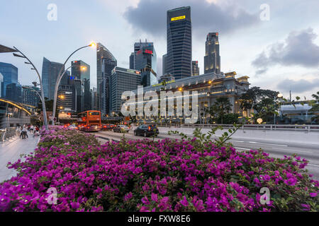 Financial District, Fullerton Hotel, Skyscraper,  Twilight,  Singapore, Singapur, Southest Asia, travelstock44 - Stock Image